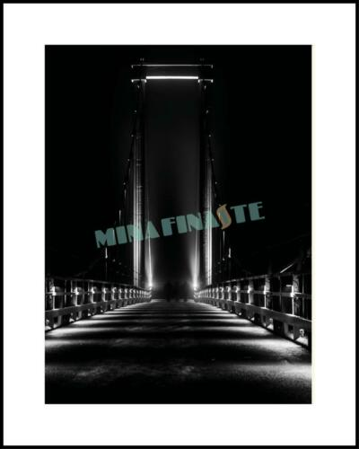Gångbro i mörker